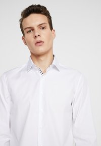 Calvin Klein Tailored - CONTRAST EASY IRON SLIM  - Formal shirt - white - 5