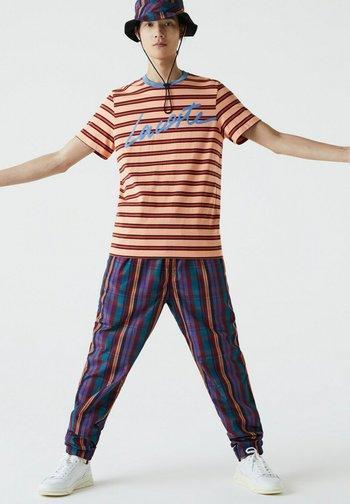 T-shirt print - orange clair / bleu / marron / rouge