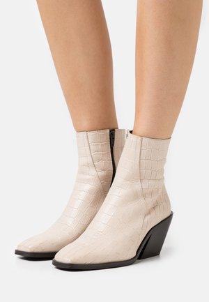 VMEMILY BOOT - Kotníkové boty - beige