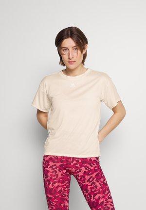 3 STRIPES DESIGNED4TRAINING AEROREADY - T-shirt imprimé - white