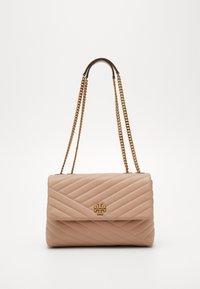 Tory Burch - KIRA CHEVRON CONVERTIBLE SHOULDER BAG - Handbag - devon sand - 0