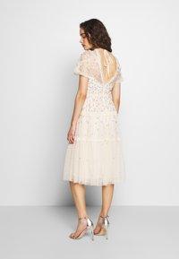Needle & Thread - RUFFLE GLIMMER DRESS - Vestido de cóctel - offwhite - 2