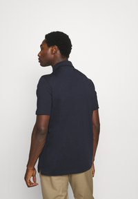 Lyle & Scott - TWO POCKET RELAXED FIT - Polo shirt - dark navy - 2
