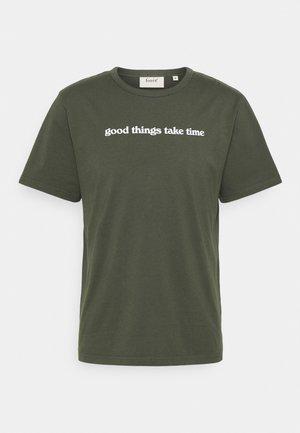 TIME DEEP FOREST - T-shirt print - deep forest