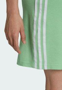 adidas Originals - ADICOLOR CLASSICS RACERBACK  - Jersey dress - green - 4