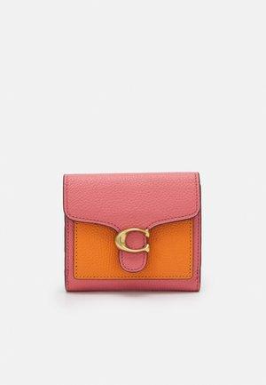 TABBY SMALL WALLET - Wallet - taffy orange/multi