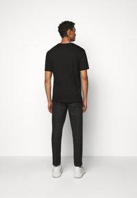HUGO - DOLIVE - Print T-shirt - black/blue - 2