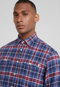 HKT by Hackett - Chemise - navy/red - 3