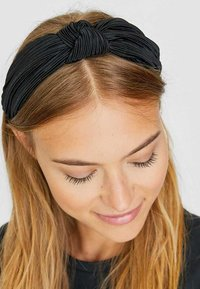 Stradivarius - STARRER PLISSÉE - Hair styling accessory - black - 1