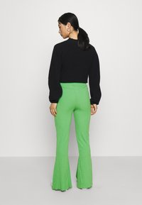 Gina Tricot Petite - ABBIE TROUSERS - Tygbyxor - kelly green - 2