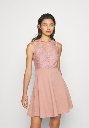 COLT INSERT SKATER DRESS - Koktejlové šaty/ šaty na párty - blush pink