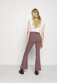 Hollister Co. - Pantalon classique - red/black - 2