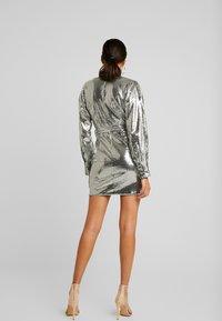 Missguided - SEQUIN PLUNGE BELTED MINI DRESS - Juhlamekko - silver - 3