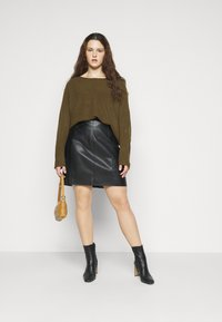 New Look Curves - EXPOSED SEAM CASH BAWTING - Jumper - khaki - 1