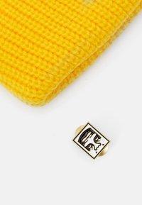 Obey Clothing - MICRO BEANIE UNISEX - Beanie - sulpur yellow - 2