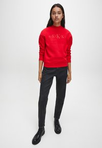 Calvin Klein Jeans - Sweatshirt - red hot darker red - 1