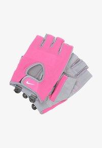 vivid pink/cool grey/white