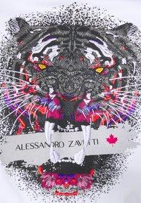 Alessandro Zavetti - SAVAGED HOODIE - Luvtröja - white - 5