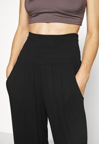 Deha - PANTS - Tracksuit bottoms - black - 4