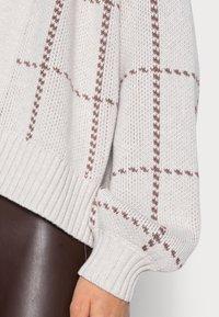 Abercrombie & Fitch - MID LENGTH CARDID PATTERN  - Cardigan - cream windowpane - 4