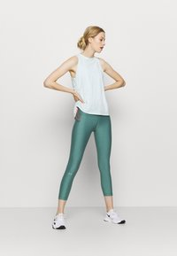 Under Armour - HI RISE CROP - Leggings - saxon green light heather - 1
