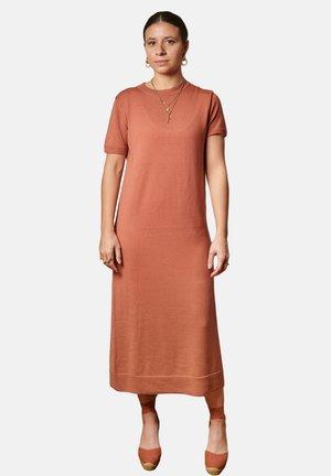 HANNAH - Gebreide jurk - brick