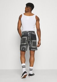 Levi's® - UTILITY UNISEX - Shortsit - blacks - 2