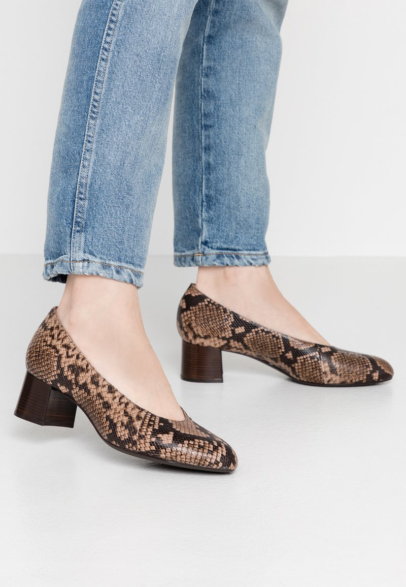 Unisa Wide Fit - LUNIS - Classic heels - mocca