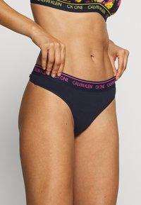 Calvin Klein Underwear - THONG - String - shoreline - 0
