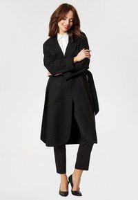 usha - Trenchcoat - black - 1