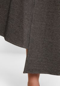 Apart - GLENCHECK SKIRT - Maxi skirt - cream/taupe - 4