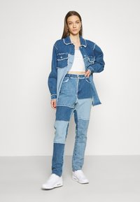 Missguided - FRAY HEM PATCHED - Straight leg jeans - blue - 1