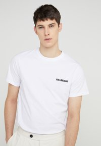 Han Kjøbenhavn - CASUAL TEE - Basic T-shirt - white - 4