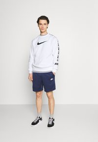 Nike Sportswear - REPEAT CREW - Sweatshirt - white/black - 1