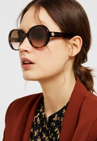 Marc Jacobs - MARC - Sonnenbrille - brown - 1