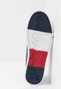 Tommy Hilfiger - CORPORATE - Sneakersy niskie - blue - 4