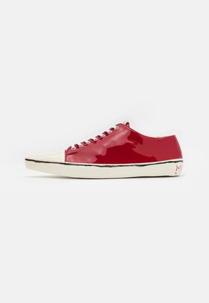 GOOEY SHARP TOP - Zapatillas - red