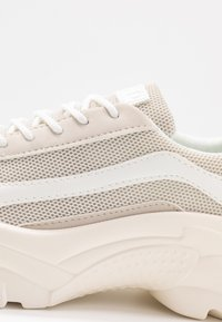 NA-KD - CHUNKY PROFILE TRAINERS - Matalavartiset tennarit - offwhite - 2