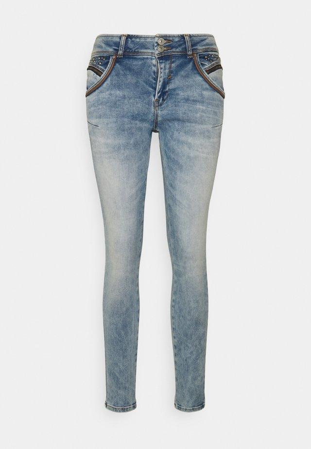 ROSELLA - Slim fit jeans - reeta undamaged