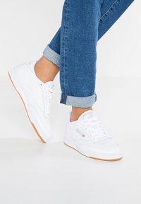 Reebok Classic - CLUB C 85 - Sneakersy niskie - white/light grey - 0