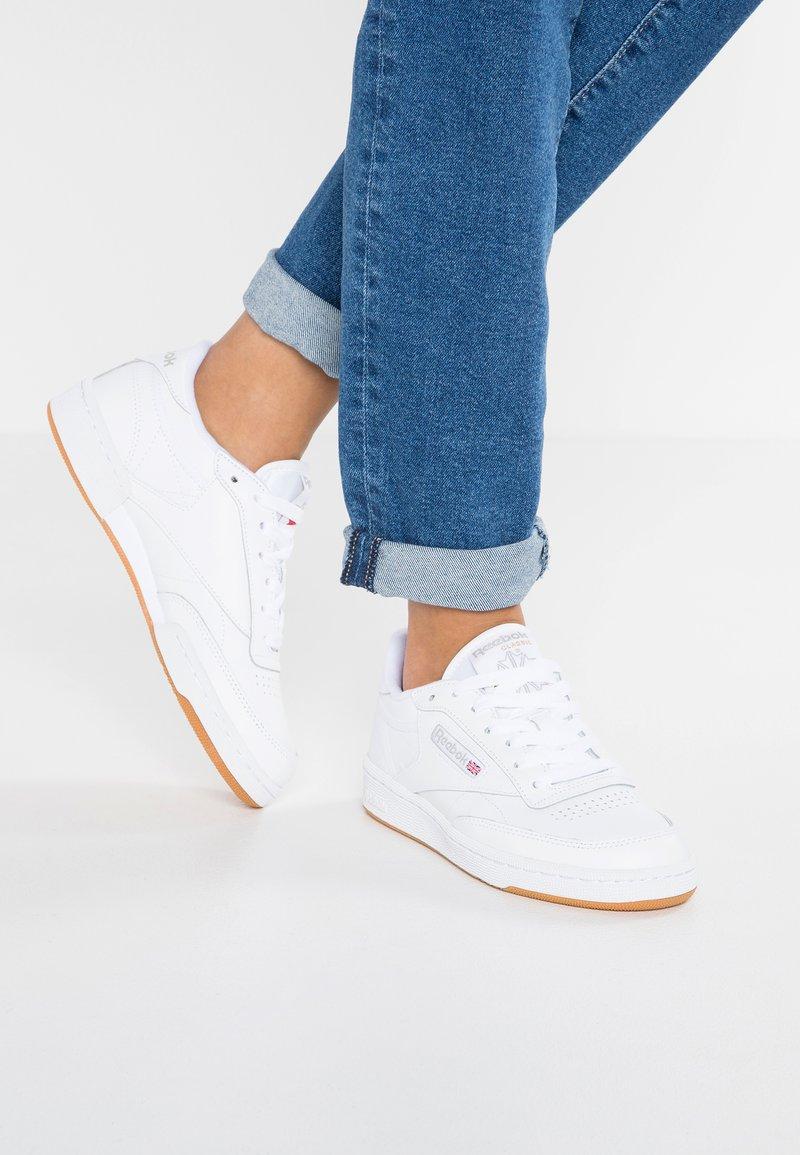 Reebok Classic - CLUB C 85 - Sneakersy niskie - white/light grey