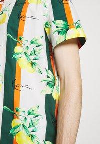 Karl Kani - CHEST SIGNATURE RESORT - Shirt - white - 5