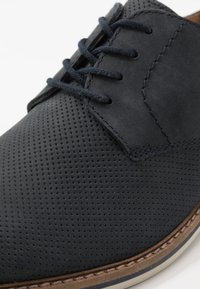 Clarks - ATTICUS LACE - Lace-ups - navy - 5