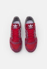 adidas Originals - ZX 500 UNISEX - Trainers - victory crimson/team victory red/footwear white - 3