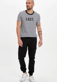 DeFacto - Cargo trousers - black - 1