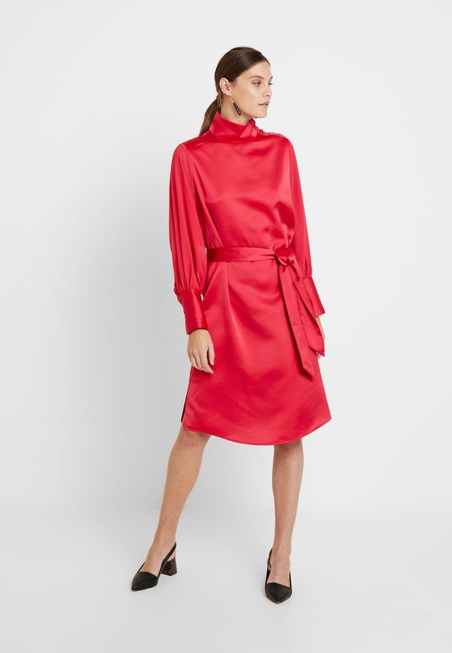 OLYMPIA DRESS - Koktejlové šaty/ šaty na párty - virtual pink
