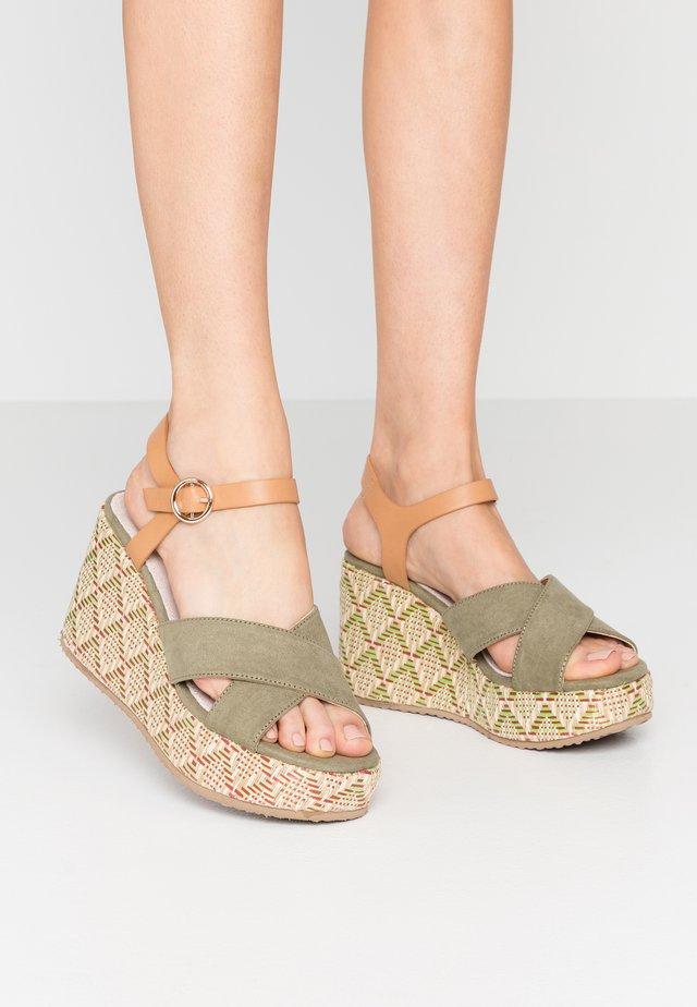 Korolliset sandaalit - sandys natural/verde claro