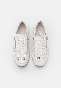 Gabor Comfort - Sneakers laag - weiß/gold - 5