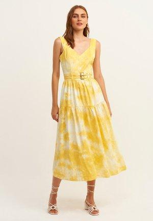 MIT ANGESAGTER BATIK MUSTERUNG - Day dress - log