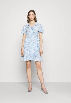 JDYMILO FLOWER WRAP DRESS - Kjole - allure/misty blue